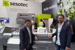 Sesotec Singapore General Manager Tan Tong-Liang, and Reynolds CEO James Booth, with the new RAYCON EX1 at Interpack, Dusseldorf.